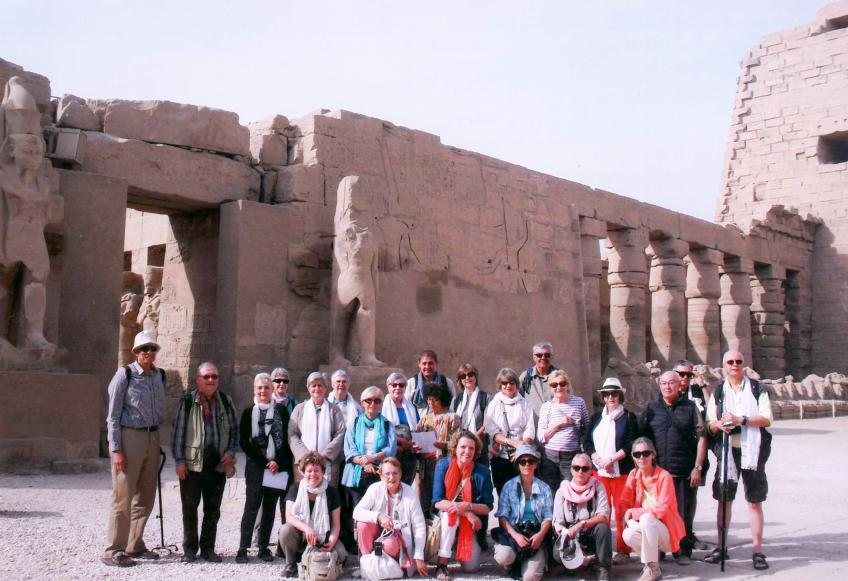Photo de groupe dans le temple de Karnak (29 novembre 2016).