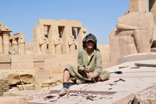 Tailleur de pierre - Restauration du Ramesseum, temple de millions d'années de Ramsès II sur la rive ouest de Louqsor
