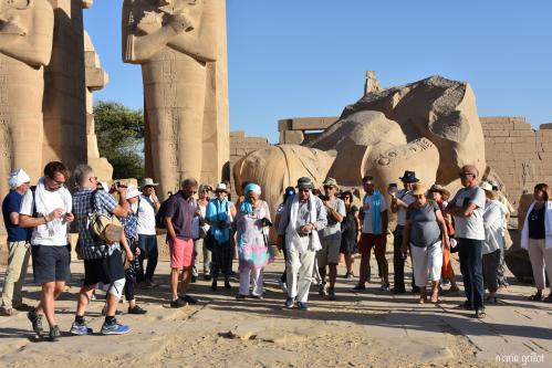 Christian Leblanc et le groupe de l'ASR au Ramesseum, temple de Millions d'années de Ramsès II baptisé
