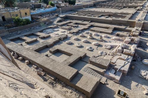 Le palais royal du Ramesseum en cours de matérialisation après la fouille archéologique. Cliché © Yann Rantier.